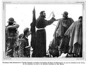 padre-revilla-con-crucifijo-en-las-tropas